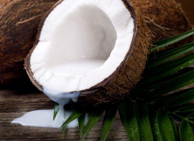 Woda kokosowa jest znana z wielu dobroczynnych właściwości /123RF/PICSEL