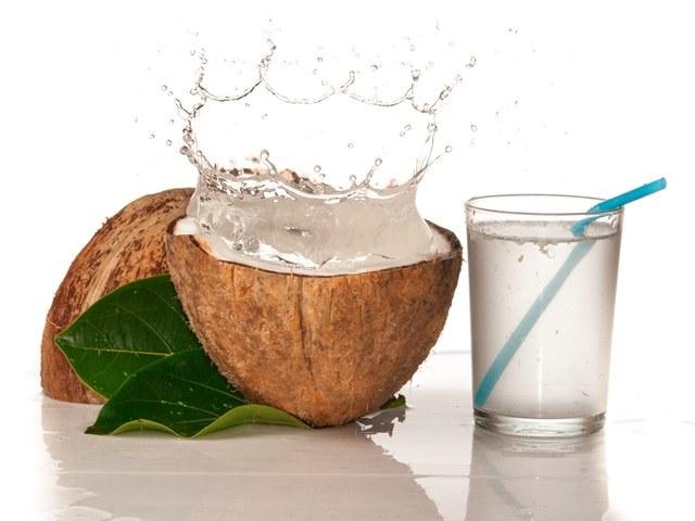 Woda kokosowa właściwości /© Photogenica