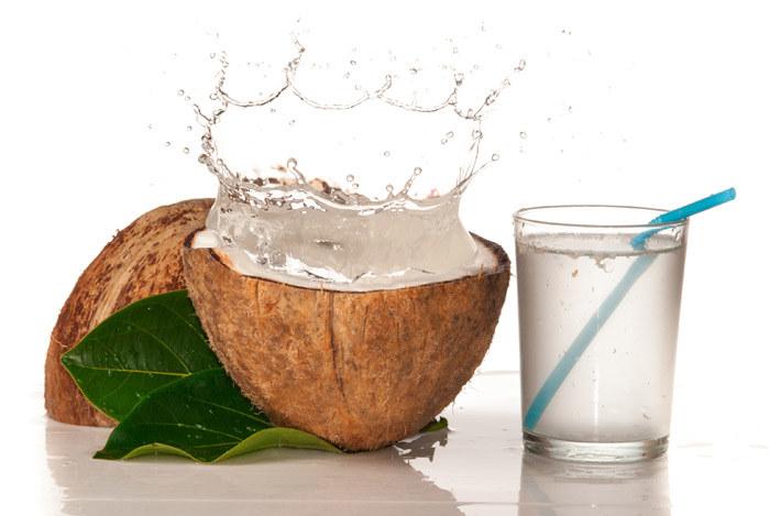 woda kokosowa zaćma /© Photogenica