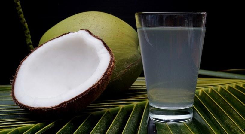 woda kokosowa zalety /© Photogenica