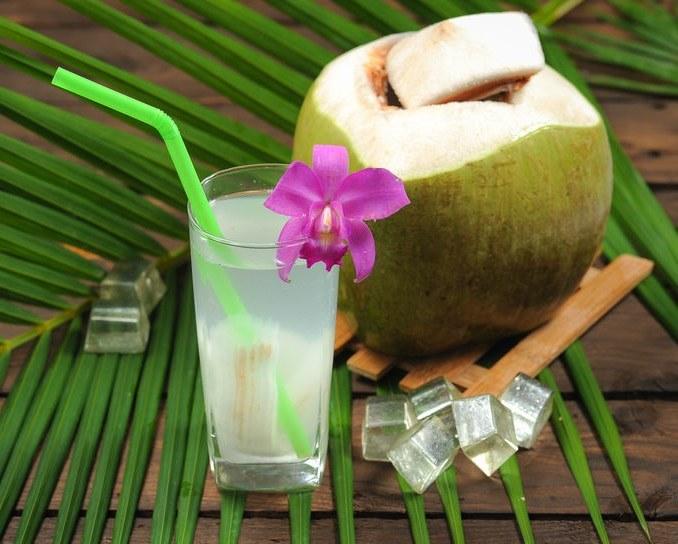 Woda kokosowa /©123RF/PICSEL