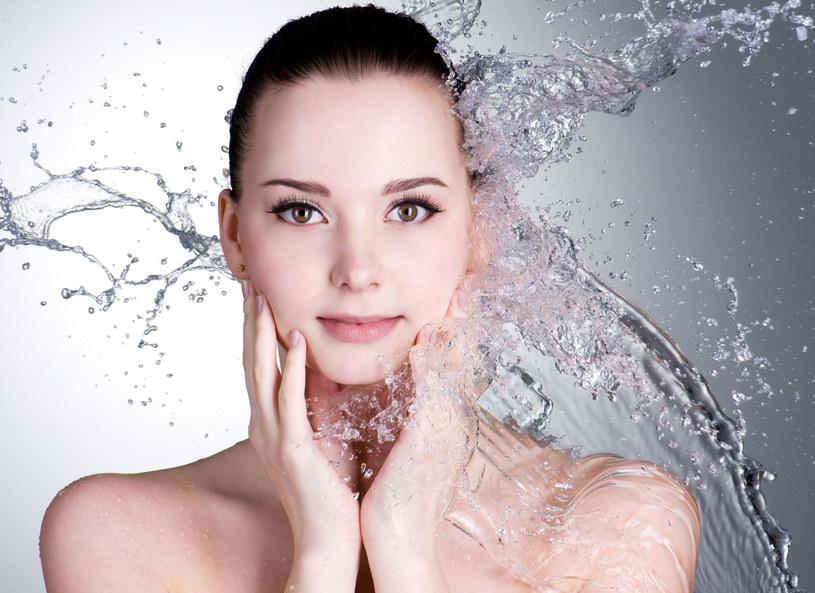 Woda może działać jak kosmetyk /123RF/PICSEL