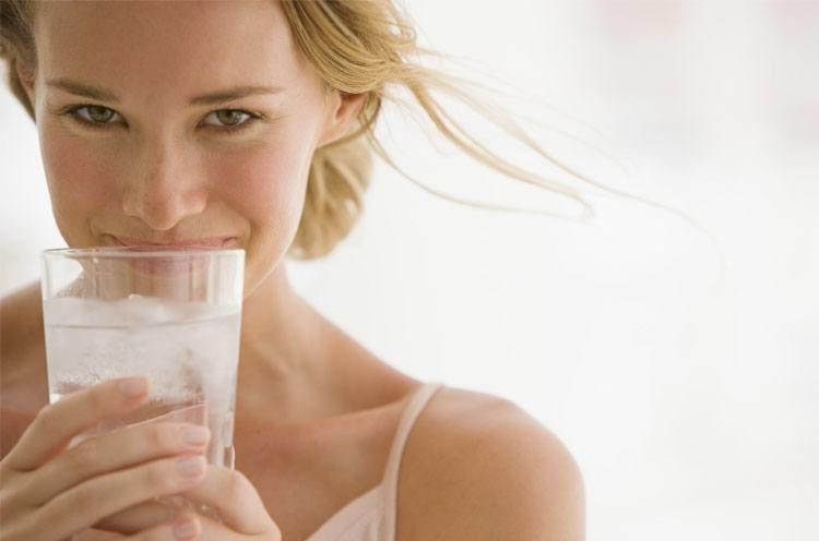 Woda na zdrowie /© Photogenica