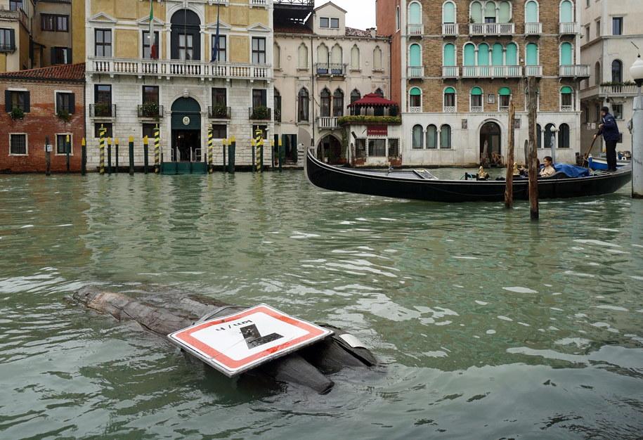 Woda niszczy bezcenne zabytki Wenecji /ANDREA MEROLA /PAP/EPA