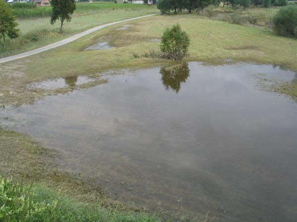 Woda w kilku regionach wciąż się podnosi /RMF