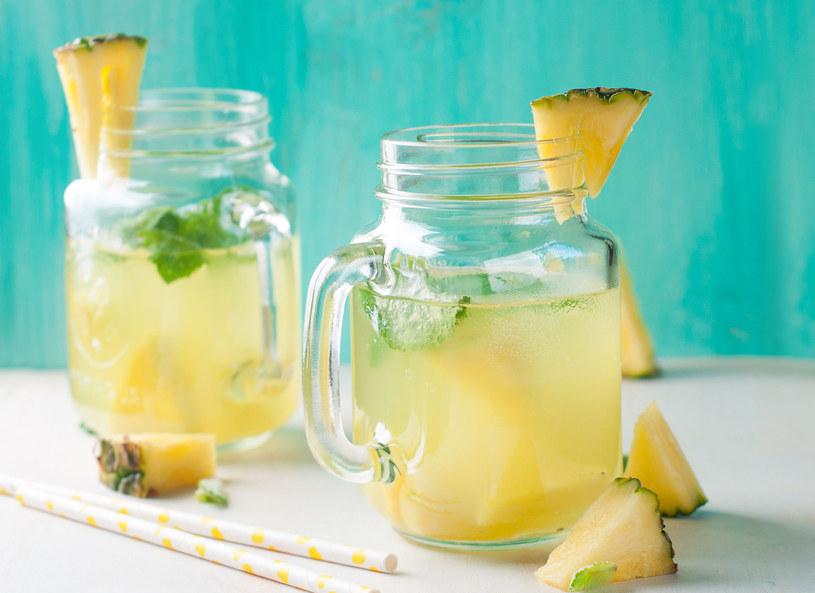 Woda z ananasem /123RF/PICSEL