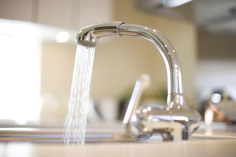 Woda z kranu nie nadaje się tam do picia, zdjęcie ilustracyjne /123RF/PICSEL