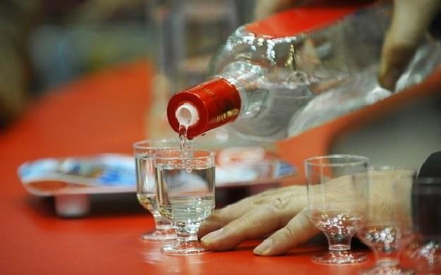 Wódka to jeden z produktów najlepiej kojarzonych z Polską /AFP