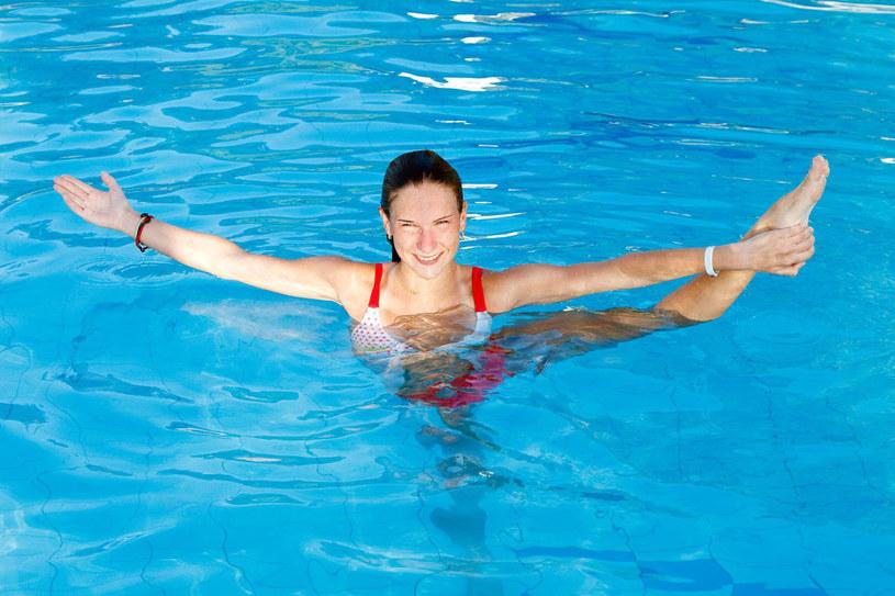 Wodny aerobik oferuje już dzisiaj większość basenów i klubów fitness /123RF/PICSEL