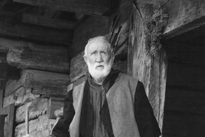 """Wojciech Cacko-Zagórski (06.08.1928 - 29.04.2016) w scenie z filmu """"Wiedźmin"""" /materiały promocyjne"""