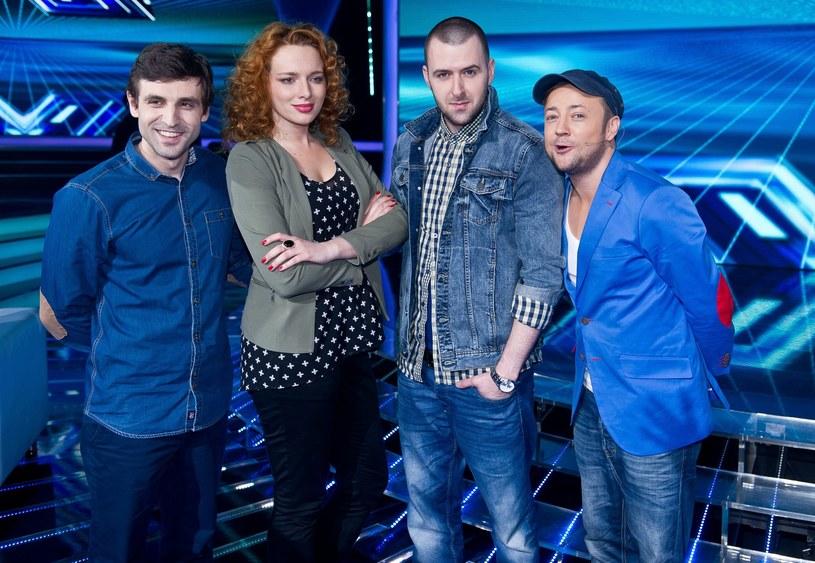 """Wojciech Ezzat, Olga Barej, Grzegorz Hyży i Czesław Mozil w """"X Factorze"""" /Bartosz Krupa /East News"""