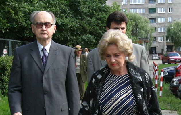 Wojciech Jaruzelski z żoną Barbarą /Maciej Macierzyński /Reporter