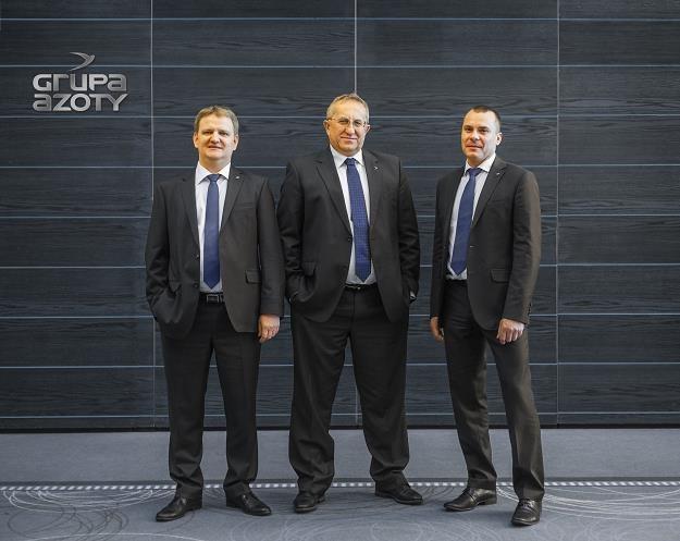 Wojciech Naruć (L), wiceprezes Polic, Krzysztof Jałosiński (C), prezes, Rafał Kuźmiczonek (P) /Informacja prasowa