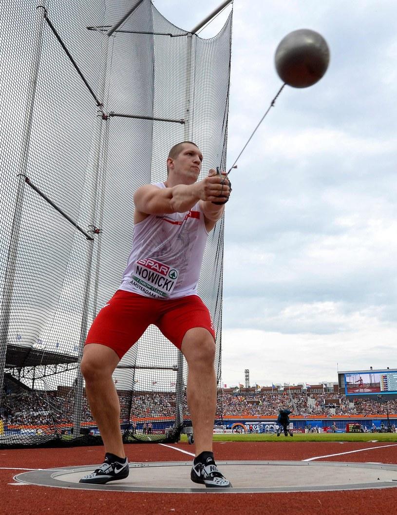 Wojciech Nowicki podczas eliminacji rzutu młotem /AFP