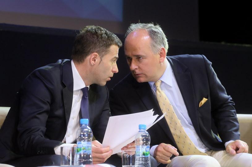 Wojciech Olejniczak (L) z SLD oraz Paweł Zalewski (P) z PO /Paweł Supernak /PAP