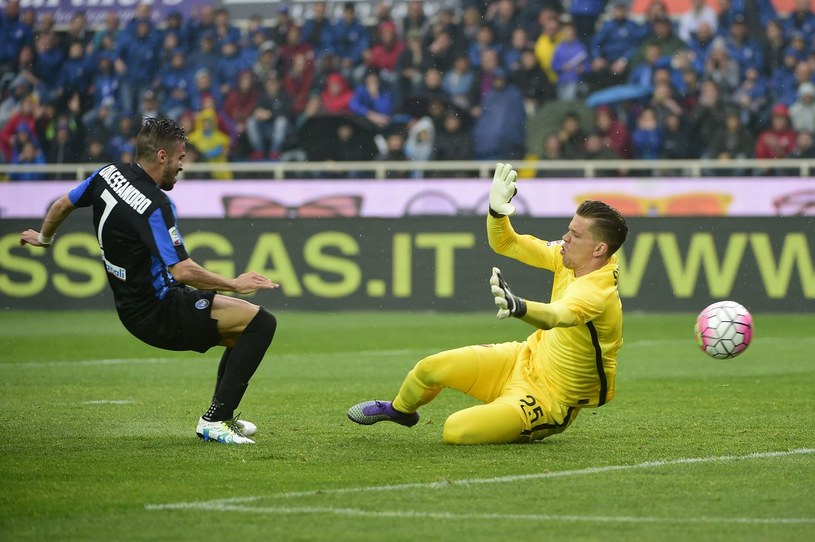 Wojciech Szczęsny (kontra Marco D'Alessandro z Atalanty Bergamo) jest mile widziany w AS Roma. /AFP