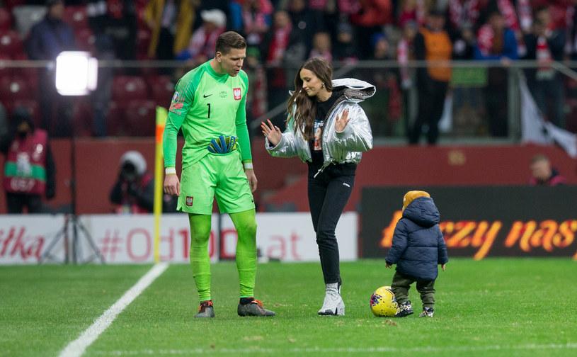 Wojciech Szczęsny z żoną Mariną i synem Liamem /Tomasz Jastrzębowski /Reporter