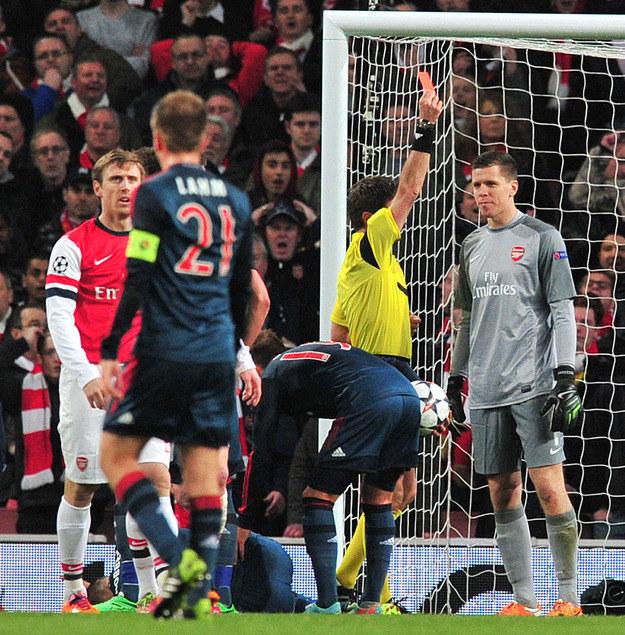 Wojciech Szczęsny zobaczył czerwoną kartkę w meczu Arsenalu z Bayernem /AFP