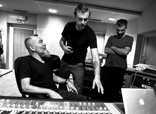 Wojciech Waglewski (z lewej) z synami: Fiszem i Emade nagrali nową płytę /Oficjalna strona zespołu