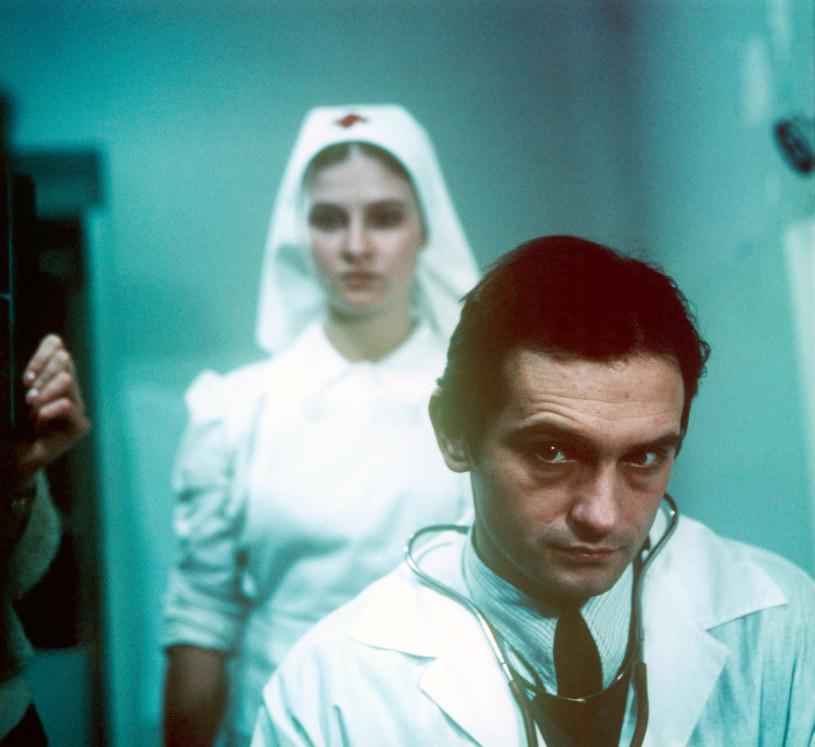 """Wojciech Wysocki i Beata Poźniak w filmie Stanisława Jędryki """"Umarłem, aby żyć"""" (1983) /AKPA"""