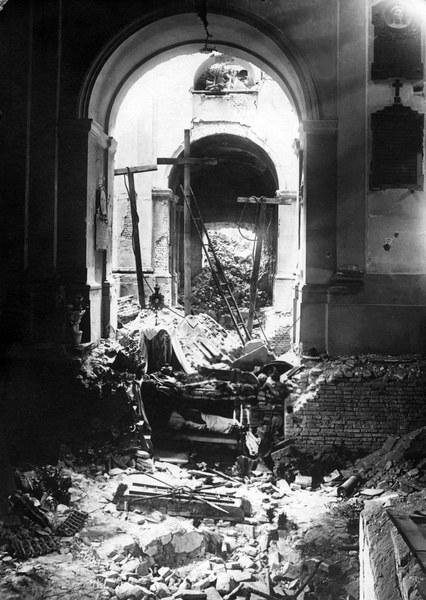Grób Pański w ruinach kościoła św. Krzyża na Krakowskim Przedmieściu, Wielkanoc 1945