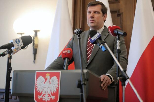 Wojewoda łódzki Tobiasz Bocheński podczas konferencji prasowej w Łódzkim Urzędzie Wojewódzkim /Roman Zawistowski /PAP
