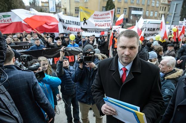 Wojewoda lubelski Przemysław Czarnek (frontem) u protestujących /PAP