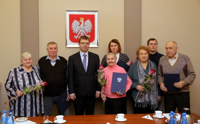 Wojewoda warmińsko-mazurski wydał pierwsze 4 decyzje zezwalające na stały pobyt w Polsce obywatelom ewakuowanym z Ukrainy /Tomasz Waszczuk /PAP