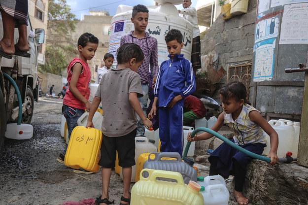 Wojna domowa w Jemenie określana jest mianem najgorszego kryzysu humanitarnego na świecie /shutterstock /