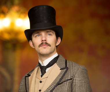 """Wojna o prąd"": Nicholas Hoult jako Nikola Tesla"