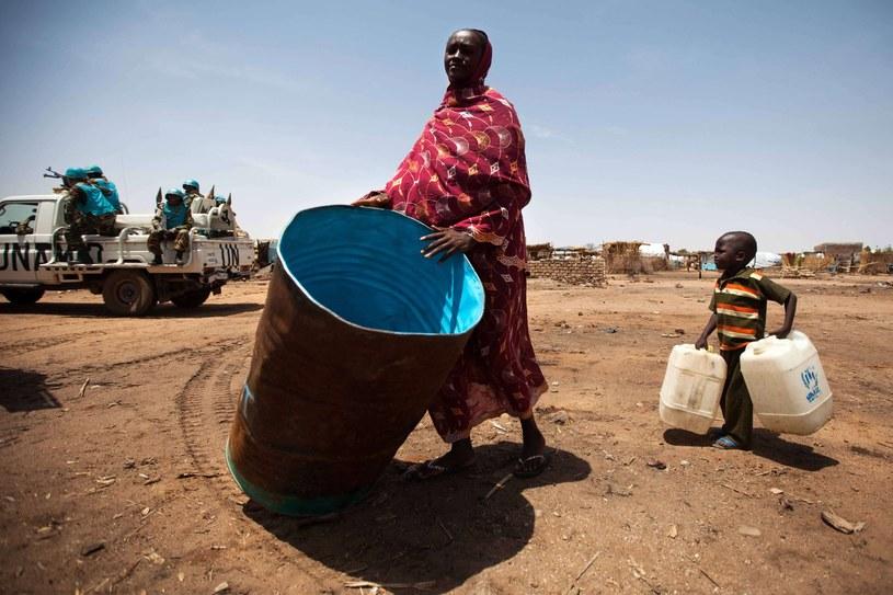 Wojna w Darfurze wywołała klęskę humanitarną, potęgowaną suszą /ALBERT GONZALEZ FARRAN/AFP /East News