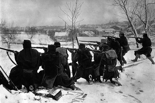Wojna w warunkach zimowych – do tego w terenie górzystym – była najtrudniejszą próbą nie tylko dla żołnierzy, ale także dla sztabów i logistycznego zaplecza, bez którego działania nie byłyby możliwe. /Odkrywca