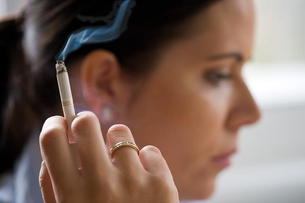Wojna z papierosami trwa /AFP