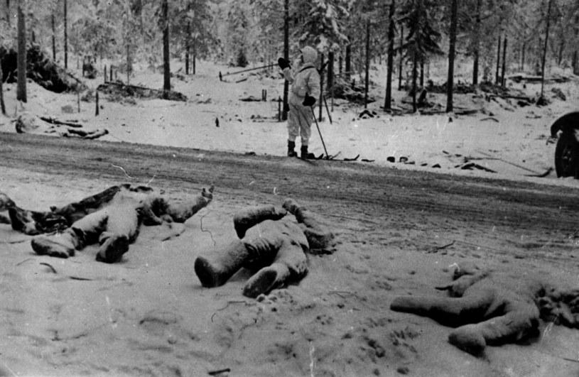 Wojna zimowa. Trupy sowieckich żołnierzy po klęsce zadanej przez Finów Armii Czerwonej w bitwie pod Suomussalmi. 20 lutego 1940 r. /Getty Images