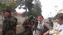 Wojska afgańskie walczą z talibami w północnej stolicy prowincji