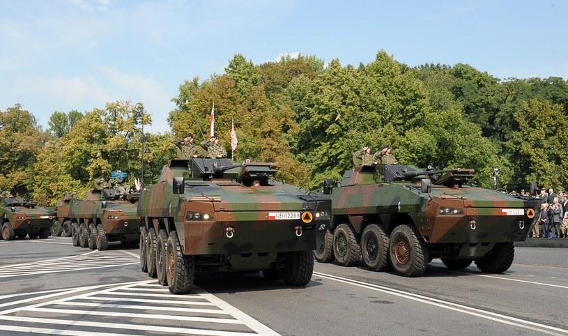 Wojsko nie szuka żolnierzy tylko na parady /AFP