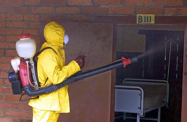 Wojsko odkaża szpital po chorych na Ebolę /AFP