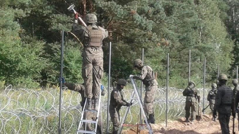 Wojsko rozpoczęło budowę płotu na granicy z Białorusią /Mariusz Błaszczak /Twitter