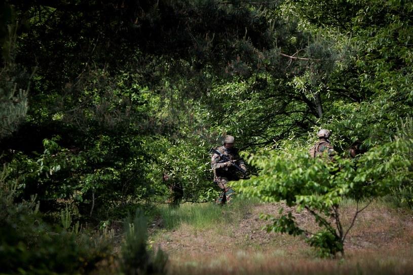 Wojsko szuka byłego żołnierza Jurgena Coningsa, który groził śmierciom wirusologom /KRISTOF VAN ACCOM /AFP