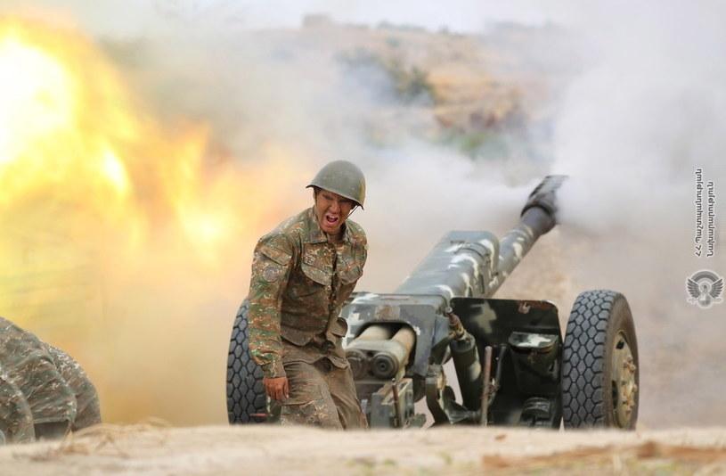Wojsko tureckie ma przewodzić ofensywie jednostek azerskich przeciwko armeńskim - twierdzi Nikol Paszynian /ARMENIAN DEFENCE MINISTRY HANDOUT /PAP/EPA