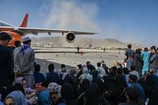 Wojskowe samoloty ewakuacyjne nie mogą lądować w Kabulu