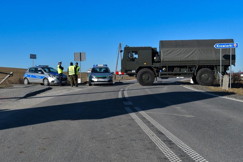 Wojskowy pojazd na granicy polsko-słowackiej /Maciek Jonek /Reporter