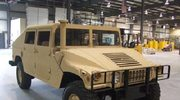 Wojskowy samochód z pianki i drewna