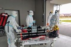Wojskowy śmigłowiec przetransportował chorą na Covid-19 pacjentkę do Łodzi