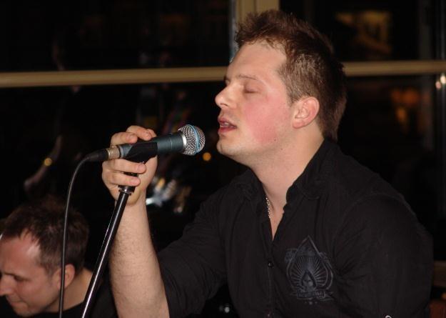 Wokalista Kris Kubiś (Freedom) na koncercie w Hard Rock Cafe /INTERIA.PL
