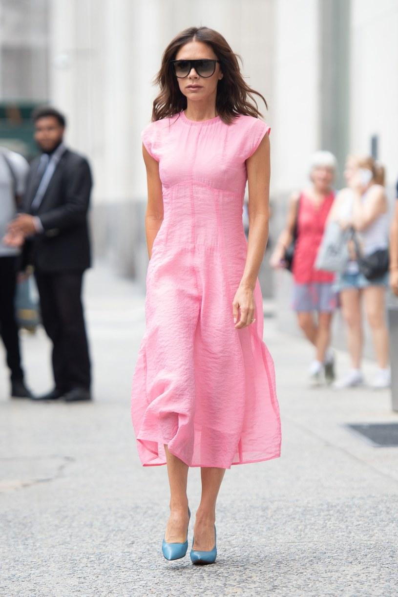 Wokalistka sama zaprojektowała kontrowersyjną sukienkę /East News