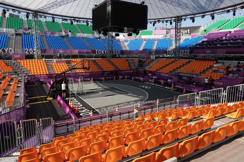 Wokół boiska do koszyków 3x3 zostały zbudowane trybuny, które i tak podczas IO Tokio 2020 pozostaną puste /AFP