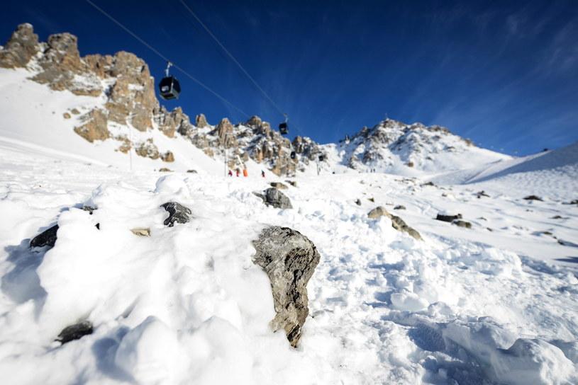 Wokół najwyższego szczytu Mont-Blanc i w wielu innych rejonach ogłoszono czwarty – w pięciostopniowej skali – stopień zagrożenia lawinowego /PAP/EPA