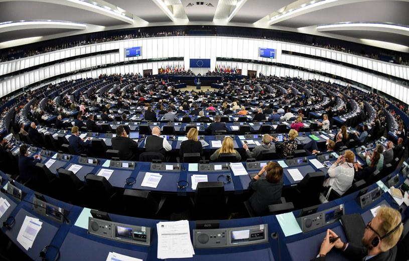 Wokół wizyty grupy europosłów w Polsce pojawiają się kolejne kontrowersje /Patrick Seeger  /PAP