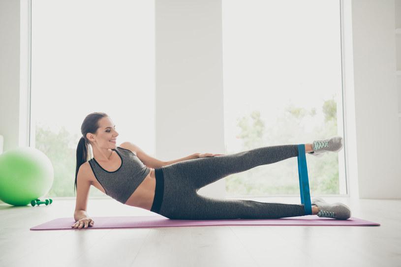 Wolisz ćwiczyć z taśmą czy bez? /123RF/PICSEL